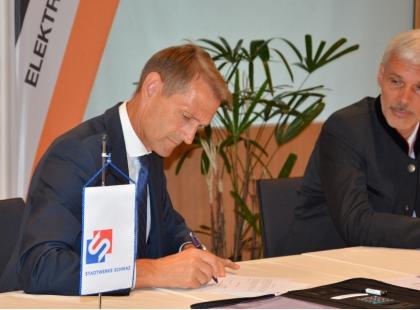 Unterzeichnung des Übernahmevertrages